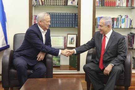 Israele: Gantz e i laburisti regalano il governo aNetanyahu