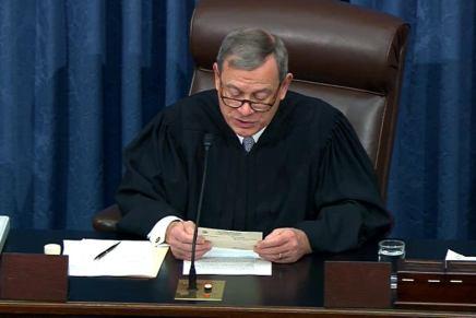 Roberts difende la Corte Suprema dagli attacchi democratici: meno da quelli diTrump