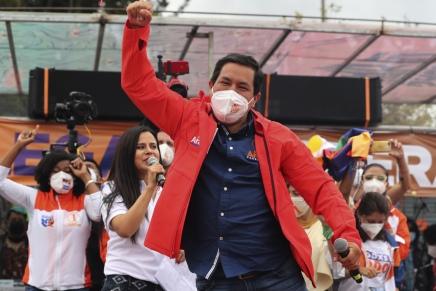 Ecuador: Andrés Arauz in testa, ma si andrà al secondoturno