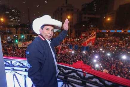 Perù: Pedro Castillo proclamato presidente, èufficiale