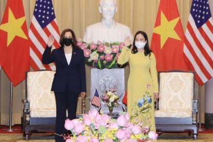 Cina e Stati Uniti si contendono il Vietnam a suon divaccini